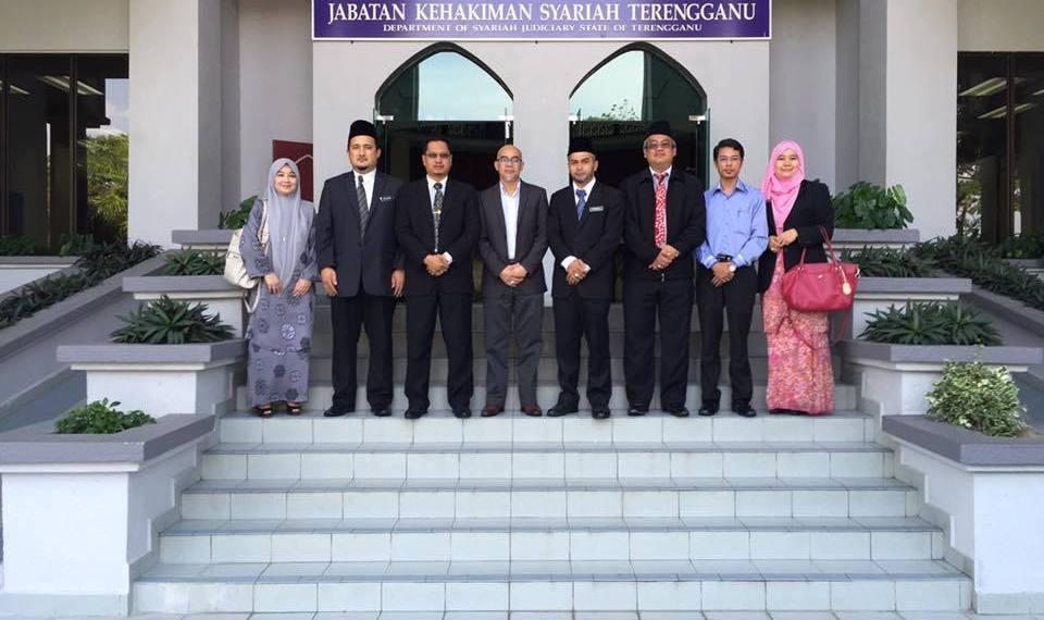 Kunjungan hormat dan sesi perbincangan AmanahRaya bersama Hakim-hakim Mahkamah Tinggi Syariah Kuala Terengganu pada 25 Mei 2016.