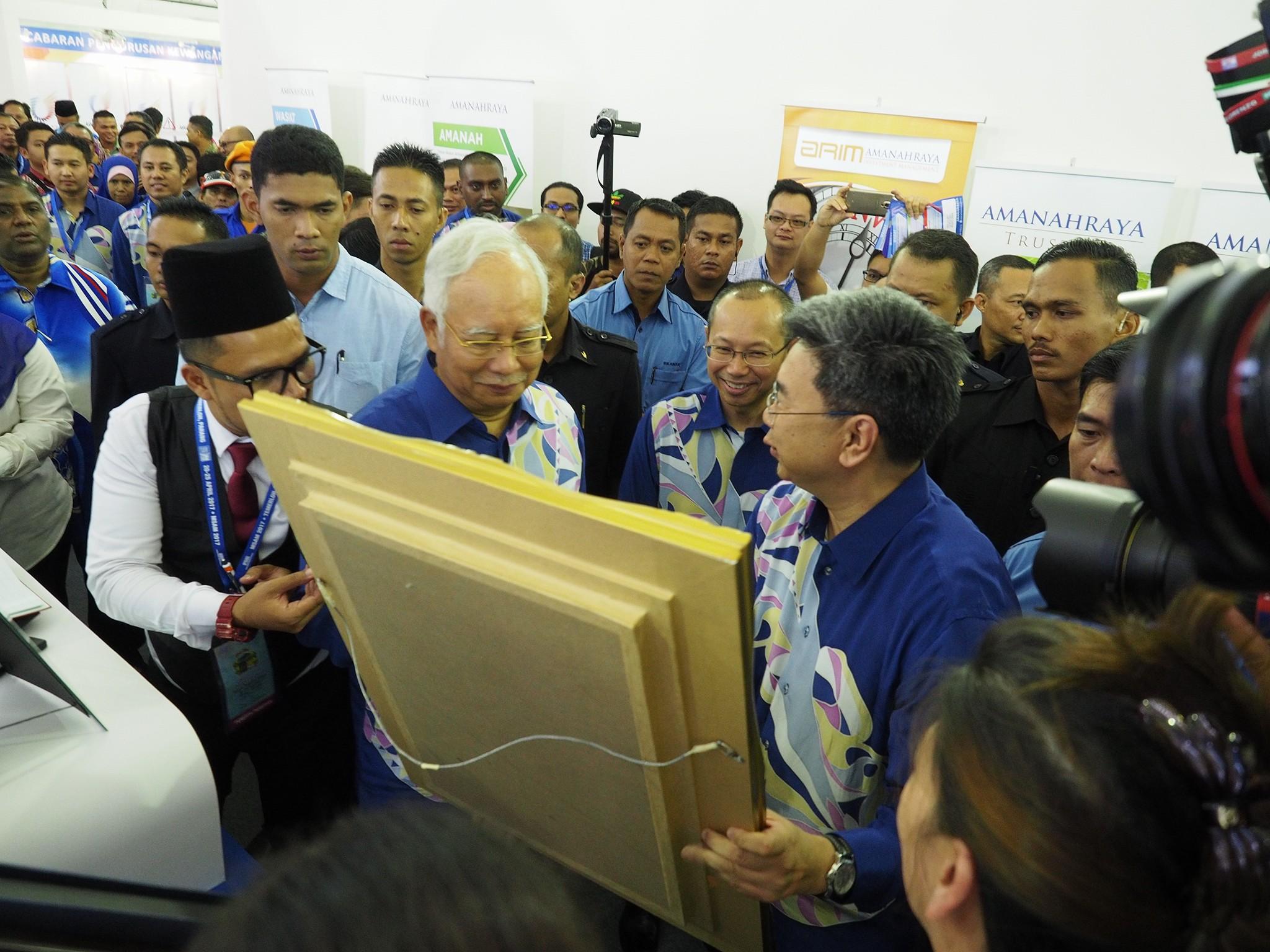 Hari Pertama Minggu Saham Amanah Malaysia 2017, booth AmanahRaya telah menerima kunjungan YAB Dato' Sri Mohd Najib Tun Abdul Razak, Perdana Menteri Malaysia.